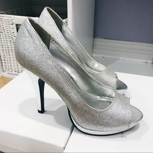 Glittery Silver Peep Toe 4.5in Heels